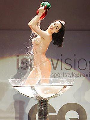 Striptiz starı Dita - 35
